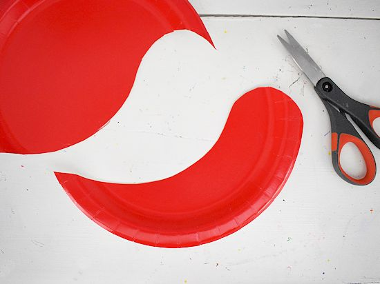 Red paper plate cut for snail body.